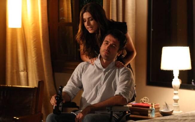 Irene seduz Pedro após deixá-lo bêbado