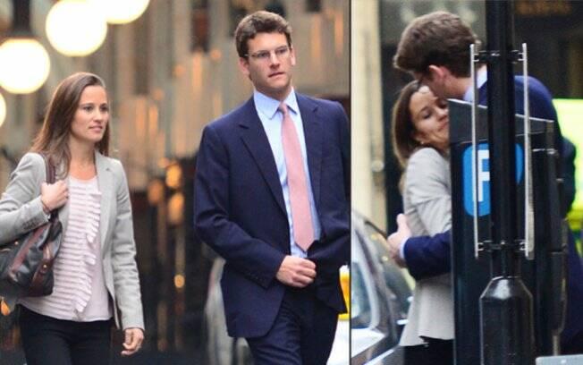 Pippa e o namorado, Alex Loudon, em uma alfaiataria de Londres fechada especialmente para que o bancário provasse o terno para o casamento da cunhada, Kate (16/04/2011)