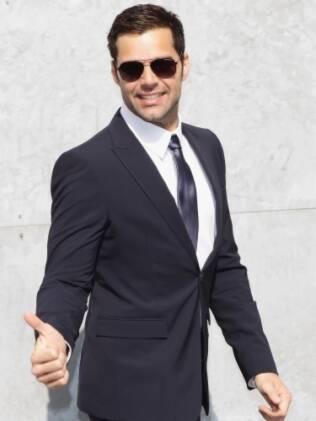 Ricky Martin na chegada do desfile da Emporio Armani em Milão, em fevereiro