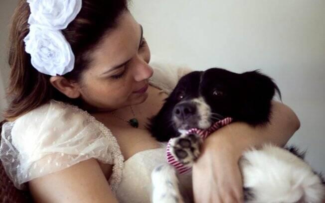 Débora fez sessão de fotos especial e lista com doação para ONG de animais abandonados