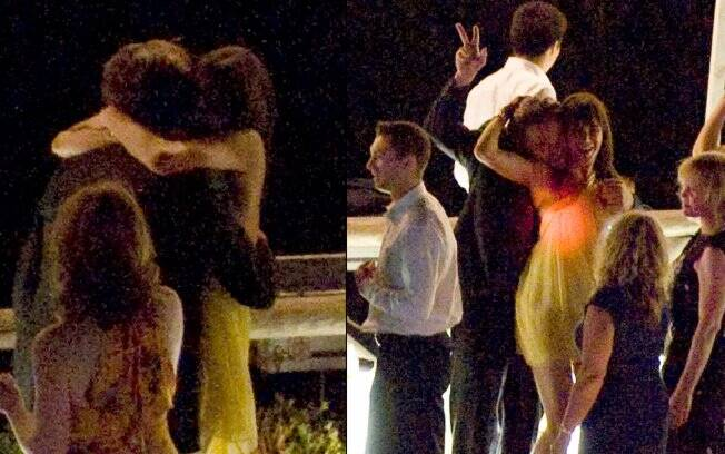 Com uma das acompanhantes, Leonardo DiCaprio até trocou abraços e dançinhas com o corpo colado