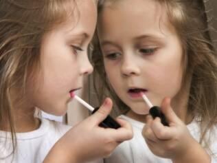 Vaidade infantil: pais devem impor limites e intervenções radicais estão descartadas