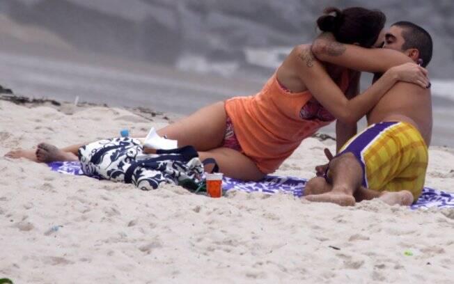 Luana Piovani curte praia e sol com o namorado Pedro Viana
