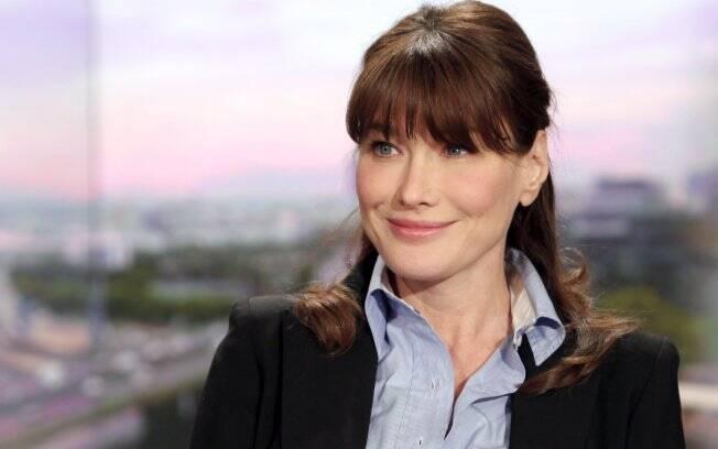 Carla Bruni durante uma entrevista a um canal de TV francês (16/05)