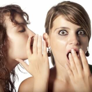 Contar um segredo que não podia ser revelado é uma forma de se sentir poderoso por ter uma informação valiosa