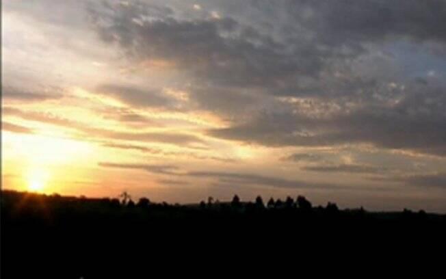 Pôr-do-sol, aplaudido por peões