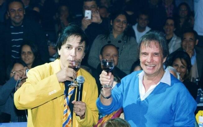 Tom Cavalcante, como João Canabraba, brinda com Roberto Carlos na plateia
