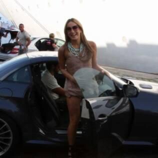 Claudia Leitte chega ao cruzeiro, em Santos