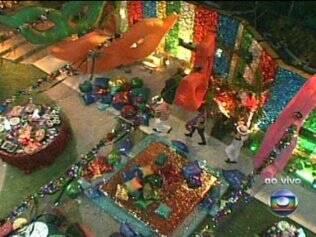 Cenário colorido marca Festa Carnaval