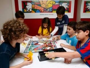 Gabriel e Thiago recebem os amigos: atividades planejadas