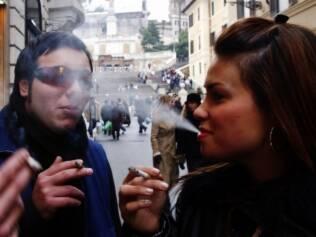 Cigarro: número de meninas fumantes entre 13 e 18 anos é maior que o de meninos