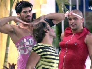 Pose para a foto: Diogo, Maurício e Rodrigão se vestem de mulher