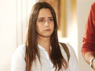 Nanda (Fernanda Vasconcellos) em