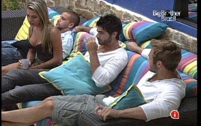 Adriana, Wesley e Rodrigão se enfrentam em Paredão triplo