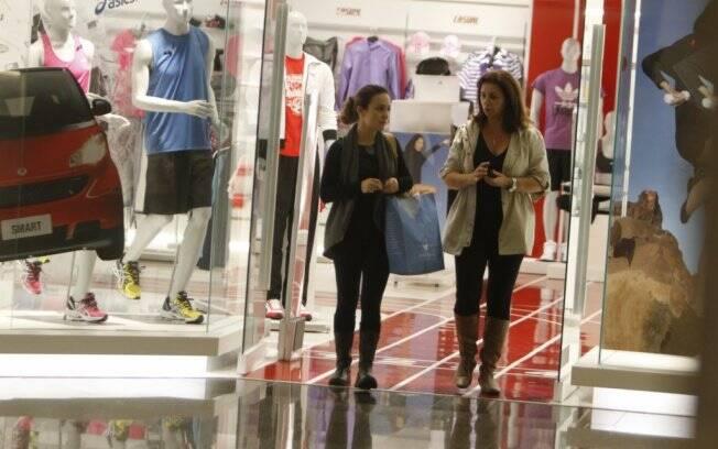 Gabriela Duarte em tarde compras no shopping