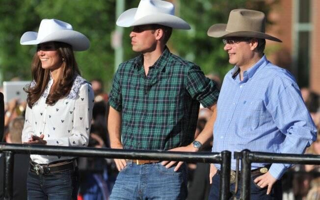Ao lado do primeiro-ministro canadense Stephen Harper, William e Kate foram a um rodeio em Calgary