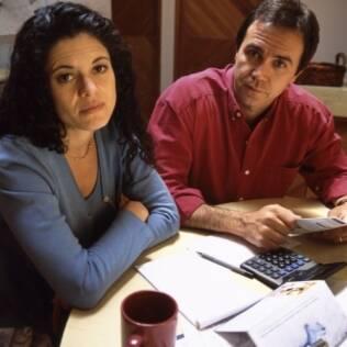 Um baque financeiro afeta mais do que as contas: vida emocional e familiar também pode sofrer