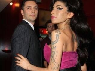 Amy Winehouse  e Reg Traviss: casamento em breve