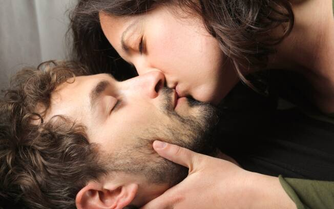 Casais conseguem detectar sucesso (ou não) no futuro da relação a partir do primeiro beijo