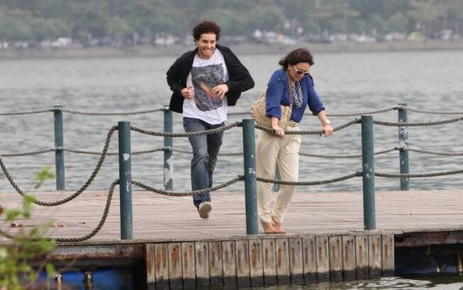 Regina Duarte e Thiago Fragoso vivem mãe e filho na refilmagem da novela