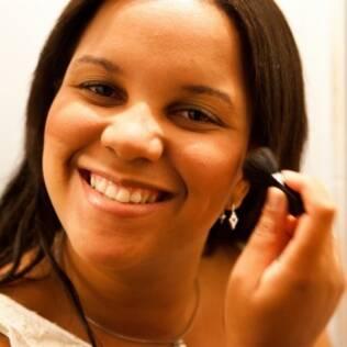 A analista de crédito Ana Carolina Pinheiro vai ao cabeleireiro todos os meses