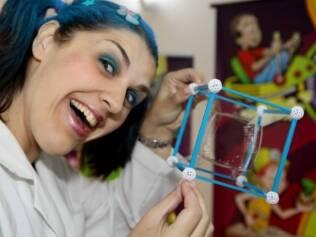Kelly Cosmos, integrante do grupo: ciência aliada à diversão
