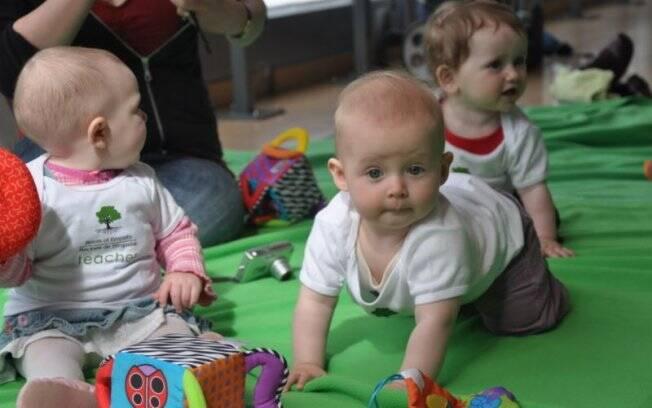 Bebês do programa canadense: camisetas com a inscrição