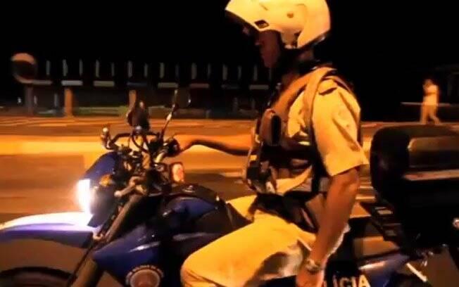 Policiais no clipe Black Eyed Peas