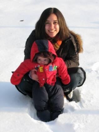 Luciana e Julia, com menos de um ano e meio, na neve: começando cedo