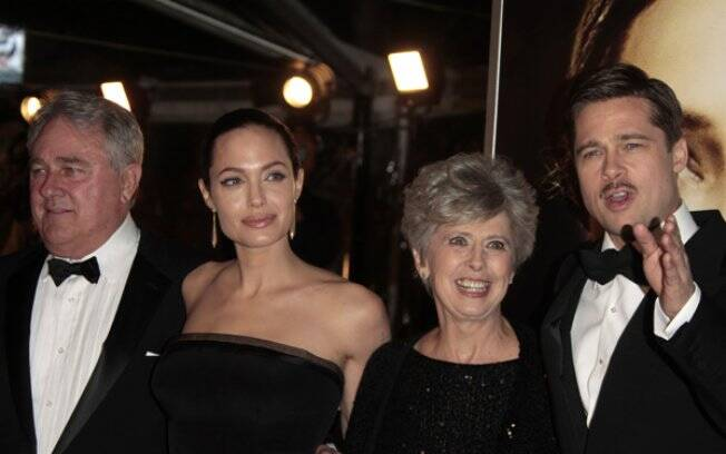 Brad Pitt e Angelina Jolie com os pais do ator, Bill e Jane