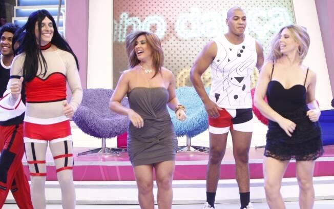 Scheila Carvalho dança ao lado de Sheila Mello e Rodrigo Faro, no programa O melhor do Brasil