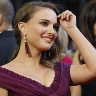 Natalie Portman, grávida de cinco meses do primeiro filho