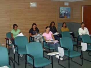 Babás durante aula de capacitação profissional: curso pode garantir melhores salários