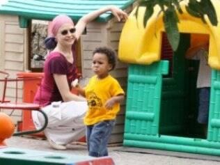 Drica Moraes e seu filho Mateus. A atriz foi diagnosticada com leucemia no ano passado e fez transplante de medula óssea graças a um doador anônimo
