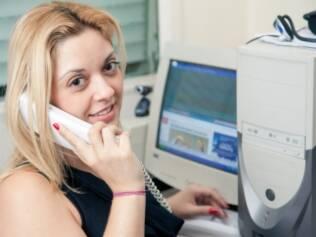 Glecinia Lopes utiliza e-mail e telefone para se comunicar com sua psicóloga