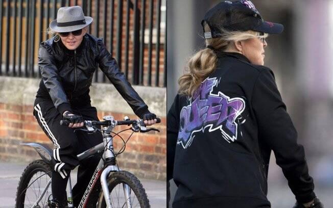 Madonna e seu look para andar de bike: jaqueta com os dizeres
