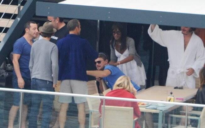 Naomi e DiCaprio em iate na costa da Itália