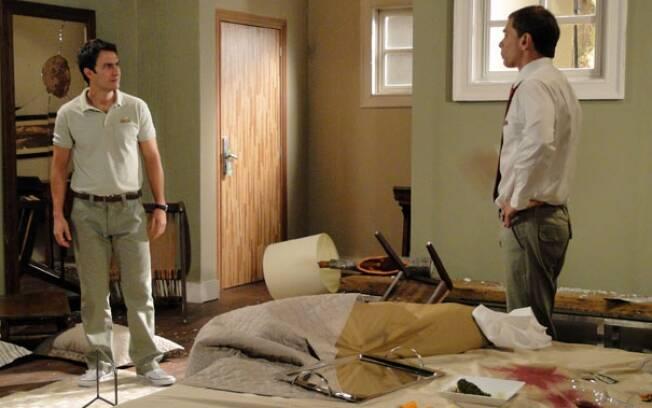 Nicolas quer que Léo ajude a limpar um dos quartos