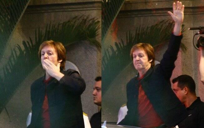 Paul McCartney manda beijo para fãs
