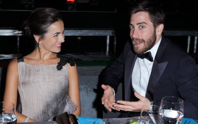 Camilla e Jake Gyllenhaal conversam durante toda a noite durante o 4º baile de gala