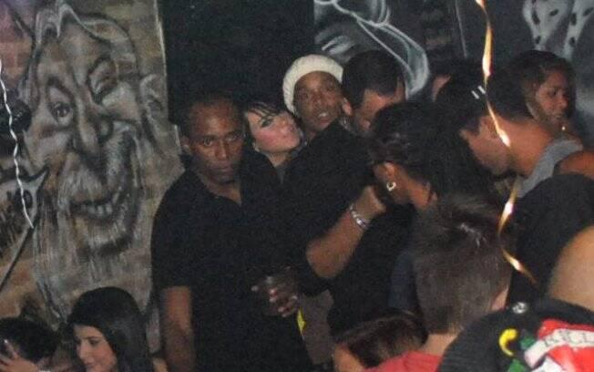 Ronaldinho Gaúcho é flagrado na noite carioca