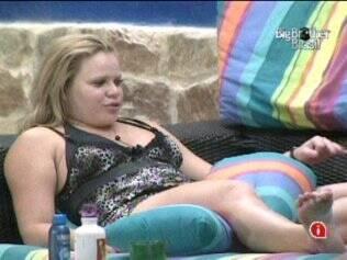 Paula sorri ao falar de Cristiano