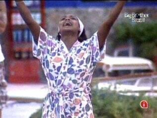Jaqueline se emociona muito com o samba-enredo da Beija-flor