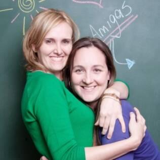 Ana (à direita) se afastou de seus amigos durante os seis anos que durou seu casamento. Depois da separação, foi acolhida pela amiga de infância Monise (à esquerda)