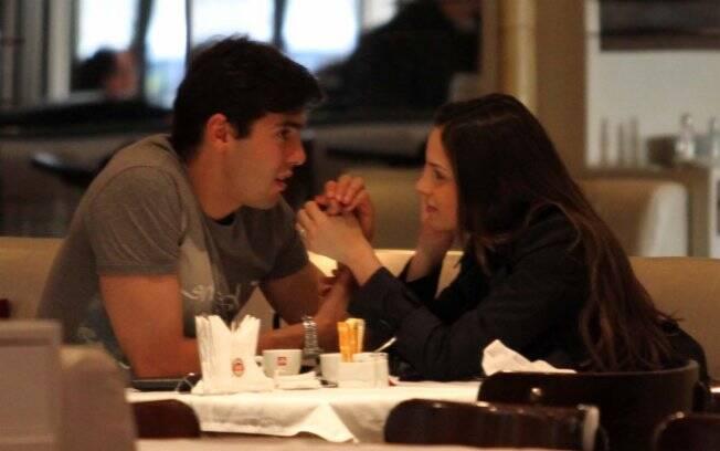 Kaká e Carol Celico almoçam no restaurante Ecco em São Paulo
