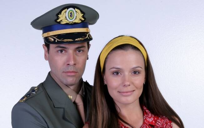 Graziella Schmitt e Claudio Lins como Maria Paixão e José Guerra