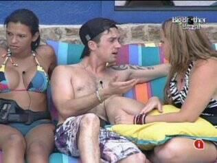 Igor conversa com Paula sobre seu apelido