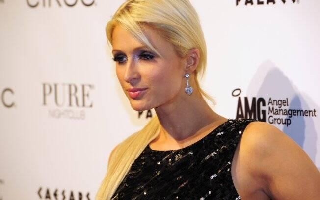 Paris Hilton: obrigada a sair de avião às pressas