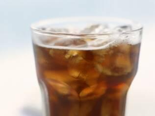 Refrigerante: pesquisa alerta que bebida desregula a pressão arterial
