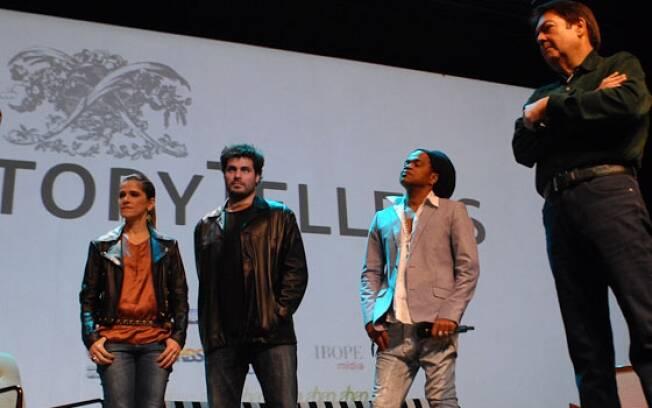 Os convidados Ingrid Guimarães, Thiago Lacerda e Carlinhos Brown com o apresentador Faustão